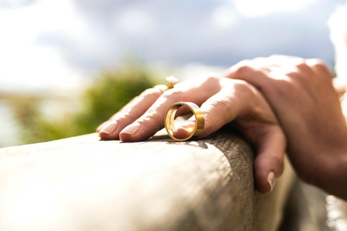 Initial Financial Steps for Women Facing Divorce